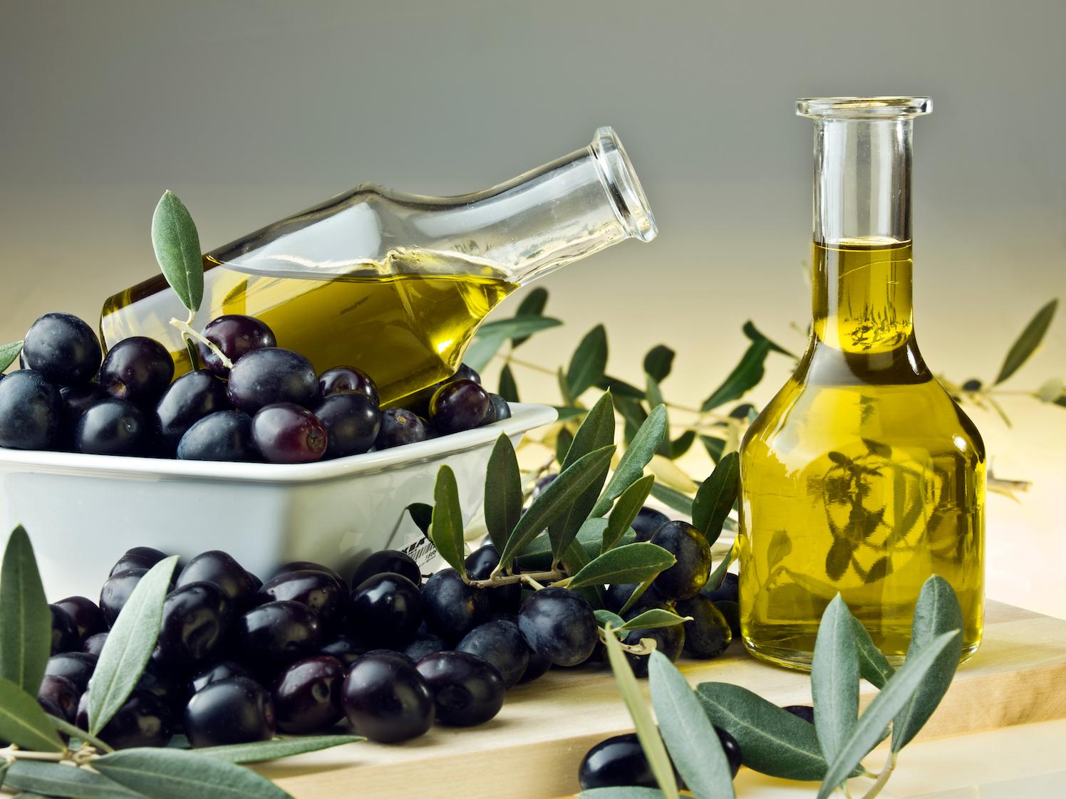 Olivový olej kouzlí nejen v kuchyni. Je skvělý i pro pleť, vlasy a tělo!