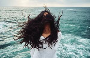 Esenciální oleje pro péči o suché & mastné vlasy